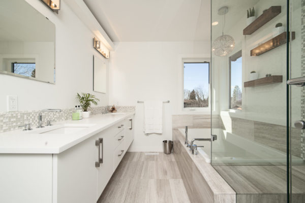 Top 10 Quick Fixes to Organize and Spruce Up Your Bathroom Before You List